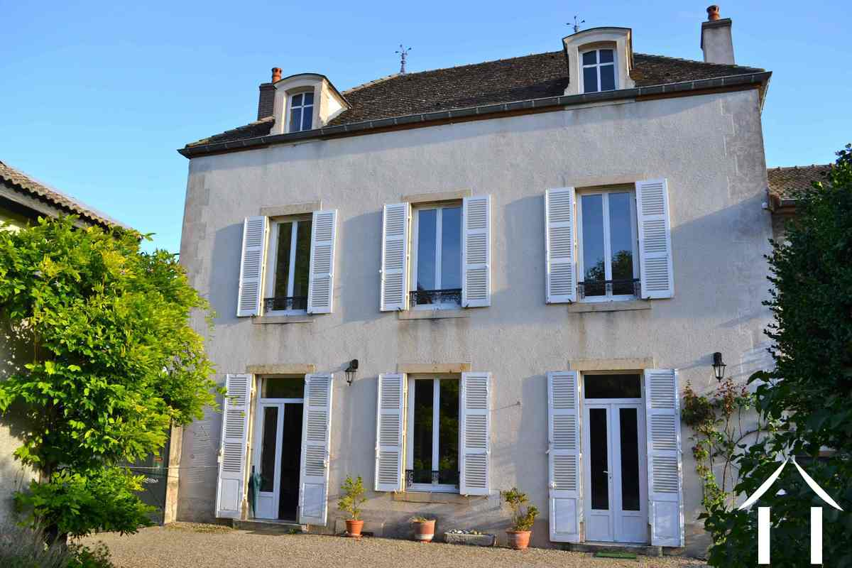 Maison de ma tre vendre meursault bourgogne 5771 for Maison de maitre nancy