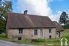 Belle maison ancienne à rénover avec grange et 2600m² Ref # Li712