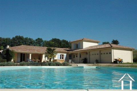 Villa cossue avec piscine chauffée sur endroit privilégié Ref # 11-3151 Image principale