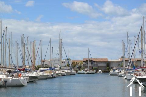 Marina avec garage, jacuzzi et amarrage de 25 mètres! Ref # 11-2288
