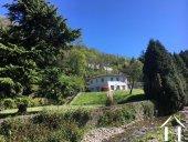 Villa à l\'allure moderne avec parc en bordure d'un ruisseau Ref # 11-2336 image 1
