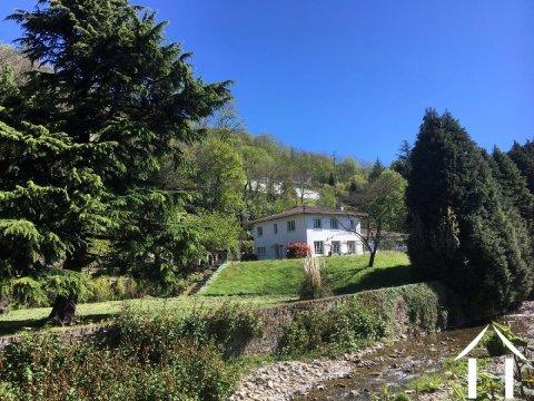 Villa à l\'allure moderne avec parc en bordure d'un ruisseau Ref # 11-2336 Image principale