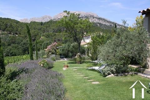Chambre d'hôtes unique sur site idyllique en Provence Ref # 11-2347