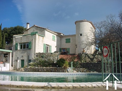 Propriété avec  vues au coeur du Languedoc Ref # 11-2387