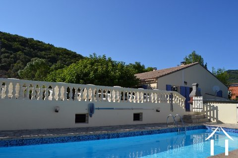 Villa de plain pied avec gîte et piscine Ref # 2343