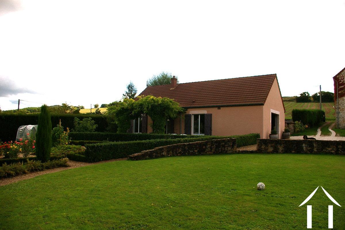 Maison avec gite vendre dennevy bourgogne 7523 for Garage du canal frouzins