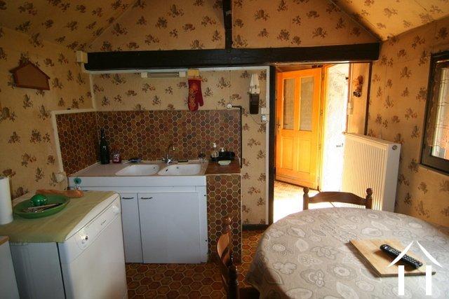 Maison de bourg vendre chevagnes auvergne 8844 for Chambre 7m2 habitable