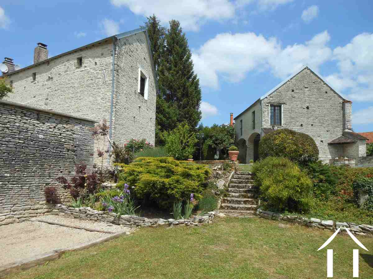 Maison de caract re vendre cruzy le chatel bourgogne for Gite piscine bourgogne