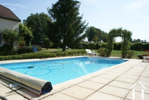 Jolie maison, piscine, belles vues Ref # RT4887P