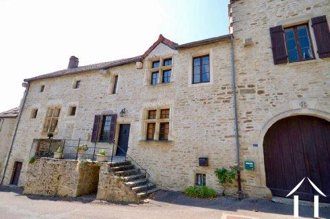Plusieurs bâtiments du 16e siècle Ref # MI4592V
