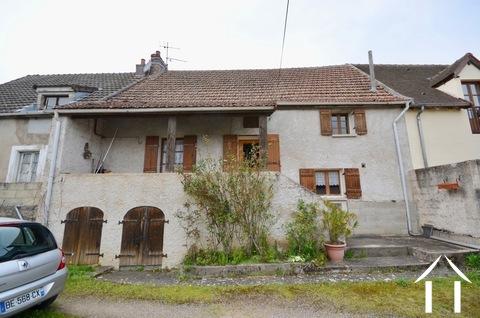 Maison pleine de possibilités dans un village avec château Ref # BH4747V