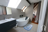 Au centre de Beaune, grande maison avec cave et caveau Ref # CR4921BS image 14 Upstairs bathroom