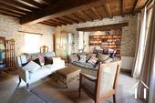 Maison au cœur de Meursault avec 4 caves & 1 cour privée Ref # CR4880BS image 1 Livingroom