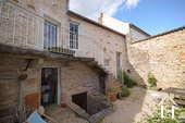 Maison au cœur de Meursault avec 4 caves & 1 cour privée Ref # CR4880BS image 2 Courtyard