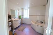 Maison au cœur de Meursault avec 4 caves & 1 cour privée Ref # CR4880BS image 10 Bathroom 1