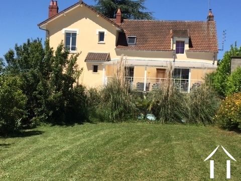 Grand maison avec vue et piscine, belle qualité Ref # IC4879V
