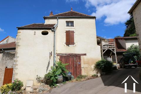 Maison près du château néo-féodal, projet de rénovation Ref # CR4914BS