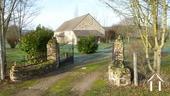 Belle longère rénovée près de Gueugnon Ref # DF4916C image 3 Inrit met toegangshek