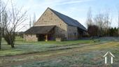 Belle longère rénovée près de Gueugnon Ref # DF4916C image 7 Oostzijde huis met overkapping