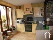 Charmante maison en pierres et joli jardin Ref # RT5088P image 5 Cuisine avec four à pain