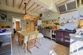 Manoir avec deux gîtes et piscine Ref # BH4953V image 12 cuisine, en direction du couloir