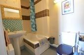 Manoir avec deux gîtes et piscine Ref # BH4953V image 42 Une des deux salle de bains