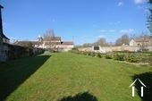Manoir avec deux gîtes et piscine Ref # BH4953V image 32 pelouse du cottage