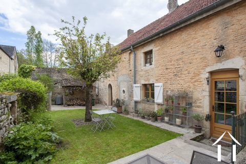 Maison de charme avec dépendances et jardin Ref # CR4975BS