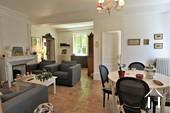 Propriété de caractère de 6 chambres et une grange  Ref # JP4999S image 3 salon avec chambre et bureau au rez-de-chaussée