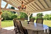 Propriété de caractère de 6 chambres et une grange  Ref # JP4999S image 8 terrasse ombragée à coté du four à pain