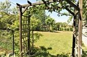Propriété de caractère de 6 chambres et une grange  Ref # JP4999S image 28 entrée vers le jardin à l'arrière