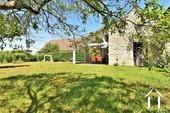 Propriété de caractère de 6 chambres et une grange  Ref # JP4999S image 29 jardin avec ancien four à pain et terrasse ombragée