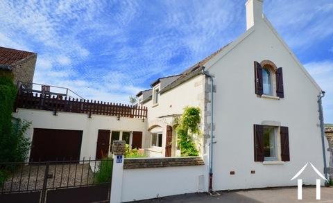 Maison avec vue sur vignes dans un village prestigieux Ref # CR5004BS