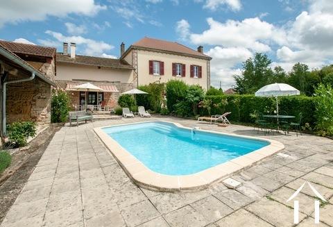 Maison de maître avec une hectare, piscine et magnifique vue Ref # JP5003B