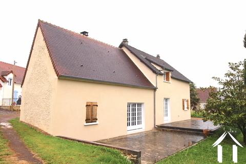 Propriété rénovée près de La Charité sur Loire Ref # LB5022N