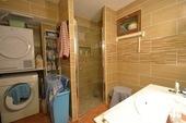 Maison et trois appartements à louer Ref # BH5049V image 15 toilette, douche amies