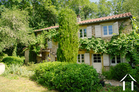 Jolie fermette avec jardin agréable et piscine naturelle Ref # DF5051C