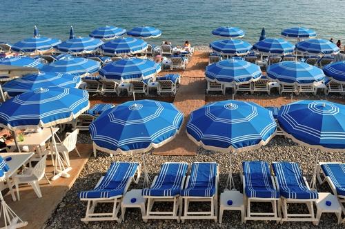 <en>beaches on the Cote d'Azur</en><fr>fameuses plages</fr><nl>prachtige stranden</nl>