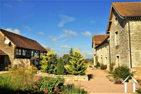 Belle maison de caractère, gîte, piscine et vue proche Cluny Ref # JP5060S