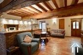 Maison en pierre de 2 chambres, belle qualité Ref # BH5092V image 3 salon avec cheminée