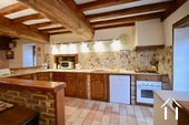 Maison en pierre de 2 chambres, belle qualité Ref # BH5092V image 4 coin cuisine aménagée