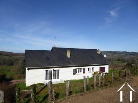 Grande maison familiale avec vue sur le Lac de Pannecière Ref # MW5104L
