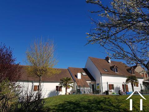Grande maison familiale avec piscine et gîtes Ref # BH5084M