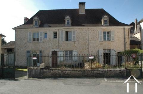 Belle Maison Bougeoise avec 3 appartements à rénover.  Ref # GVS4956C