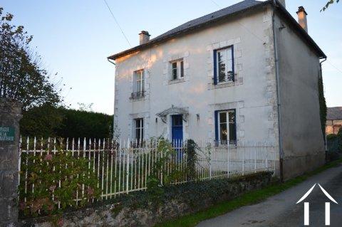 Maison Bourgeoise de 160 m², dép. et parc clôturé Ref # Li433