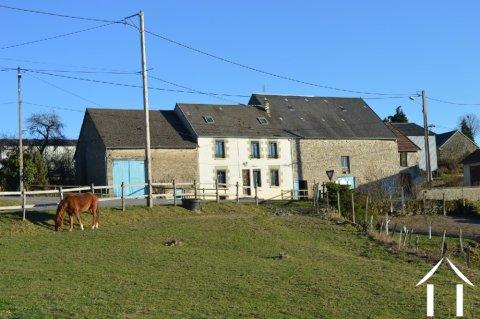 Grande propriété avec 9 dépendances et 5 hectares Ref # Li546