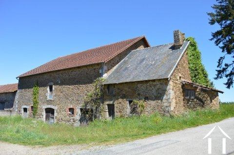 Maison avec grande grange et 6000 m² de terrain Ref # Li556