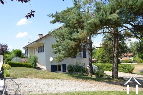 Grande maison avec balcon sur 2156 m² Ref # Li570