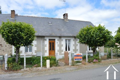 Maison de plein pied avec grande granges sur 838 m² de terrain Ref # Li575