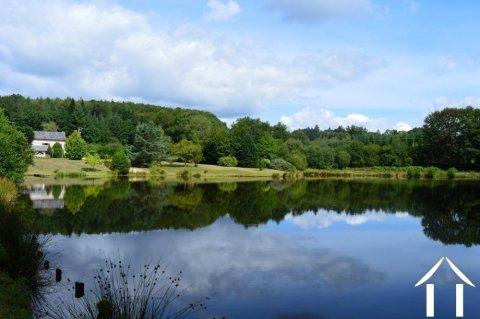 Lac, piscine et 6 hectares de terrain Ref # Li581